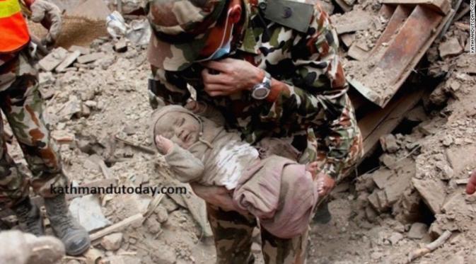 Foto Sonies Bayi Ajaib di Gempa Nepal