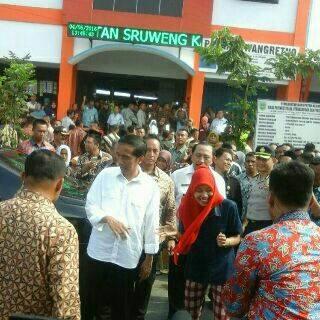 Foto Joko Widodo di Pasar Thengok Sruweng 2