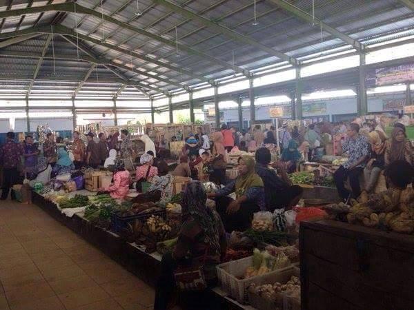 Foto Jokowi di Pasar Giwangretno - 3
